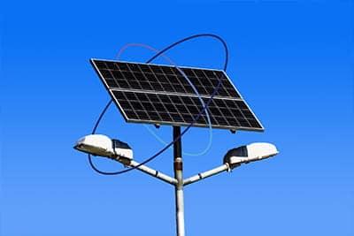 poteau éclairant solaire utilisant la technologie Sigfox