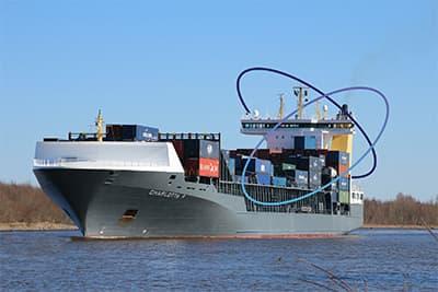 Représentation d'un bateau portant des containeurs, utilisant la technologie Sigfox